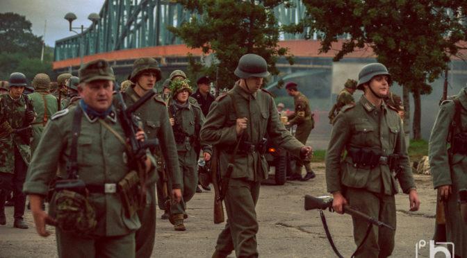 """""""O jeden most za daleko"""" rekonstrukcja operacji """"Market Garden"""" pt. """"Powrót do Arnhem"""" - Gryfino 23.09.2017 foto: Przemysław Budziak"""